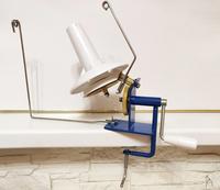 Моталка ручная для пряжи на металлической основе.